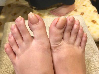 足のすっぴん爪